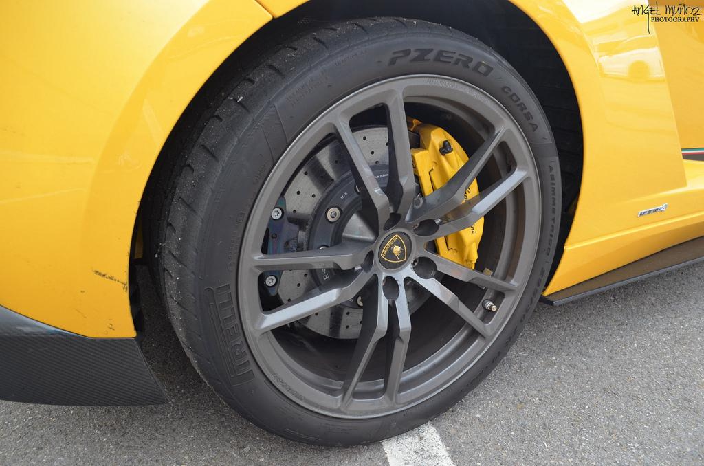 Pirelli nyari gumi